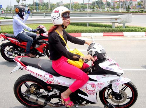 Xe dán hình Hello Kitty 'cực độc' của cô gái ở Hà Nội-9