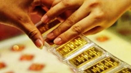 Đầu tuần, vàng tiếp tục giảm sâu, USD tăng mạnh-1
