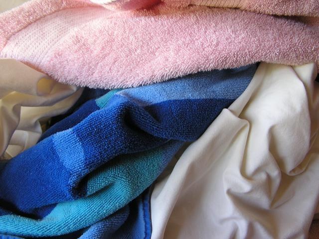 Mẹo giặt giữ khăn bông mềm mại, sạch vi khuẩn-1