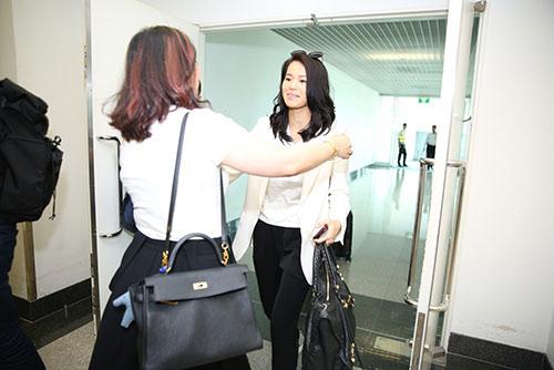 """Hồ Hạnh Nhi gây """"tắc nghẽn"""" sân bay Tân Sơn Nhất-2"""