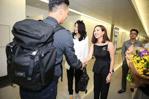 """Hồ Hạnh Nhi gây """"tắc nghẽn"""" sân bay Tân Sơn Nhất-3"""