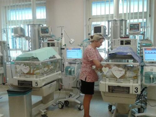 Mẹ qua đời vẫn nuôi sống con trong bụng thêm 2 tháng-1