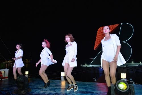 Minh Hằng diện giày 20 triệu nhảy bốc lửa trên sân khấu-5
