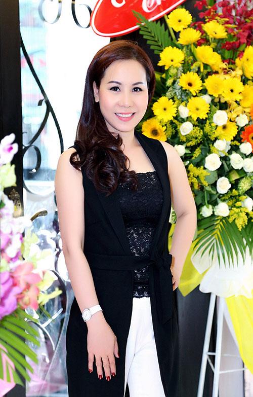 Nữ hoàng Kim Chi sành điệu, rạng ngời xuống phố-4