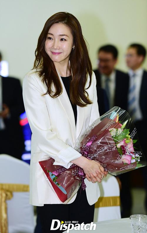 showbiz 24/7: lo anh hiem hoi cua con trai lee byung hun - 5