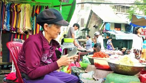 cam thuong cu ba gong ganh nuoi 5 chau nho coi cut - 3