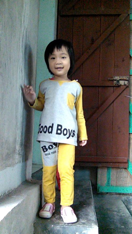 hoang thi phuong uyen - ad66920 - co gai thich nghe nhac - 2