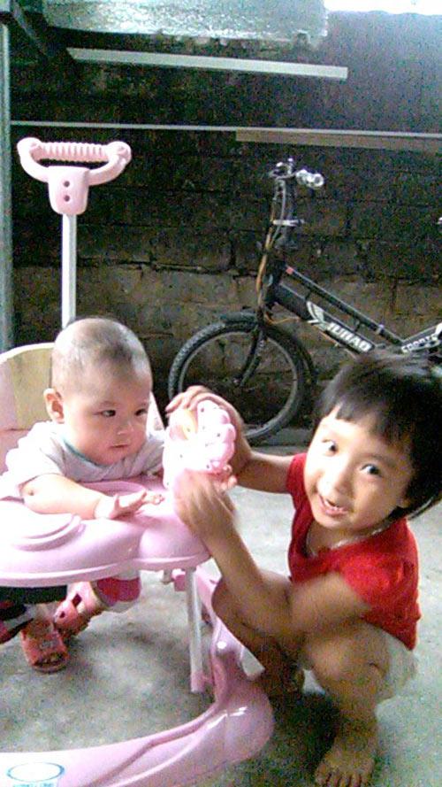 hoang thi phuong uyen - ad66920 - co gai thich nghe nhac - 4