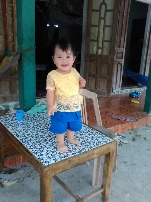 le bao thien an - ad22579 - co be tinh cam - 1