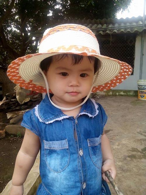 truong ngoc lan - ad26129 - cun con mat to tron den lay - 3