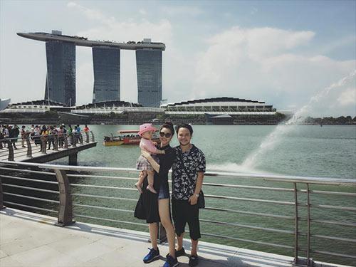 vo chong trang nhung tinh cam ben con gai o singapore - 9