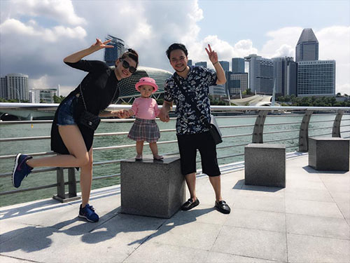 vo chong trang nhung tinh cam ben con gai o singapore - 7