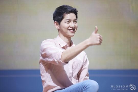 "bao tron khach san vi muon gap ""dai uy"" song joong ki - 2"