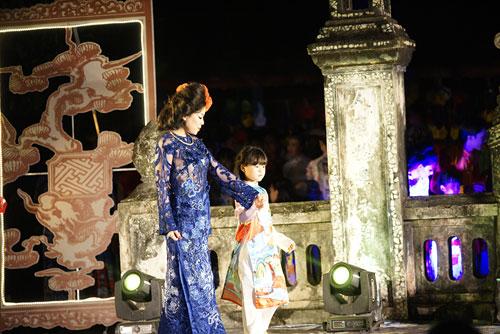 ha linh mac ao dai xuyen thau o festival hue - 4