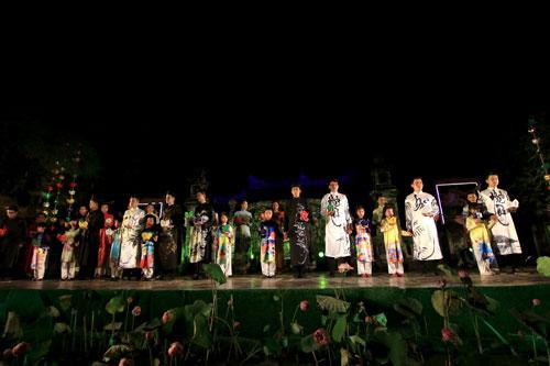 ha linh mac ao dai xuyen thau o festival hue - 6