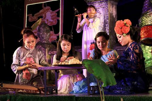 ha linh mac ao dai xuyen thau o festival hue - 9