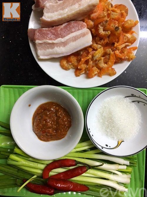 Thịt, tôm nõn rim mắm tép đậm đà ngon cơm-1