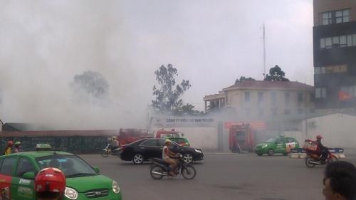 Hà Nội: Cháy ở Công ty Điện lực Nam Từ Liêm, khói đen bao trùm-3