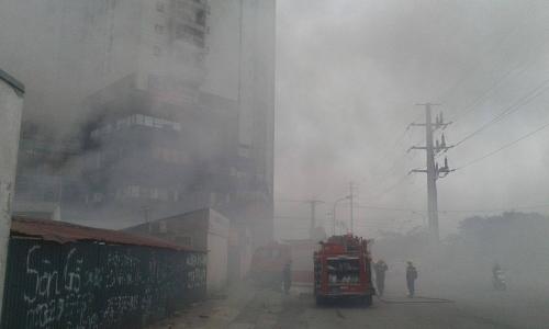 Hà Nội: Cháy ở Công ty Điện lực Nam Từ Liêm, khói đen bao trùm-5