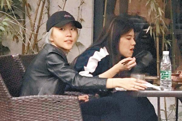 """Ở tuổi 51, Lưu Gia Linh vẫn thích """"cưa sừng làm nghé""""-3"""