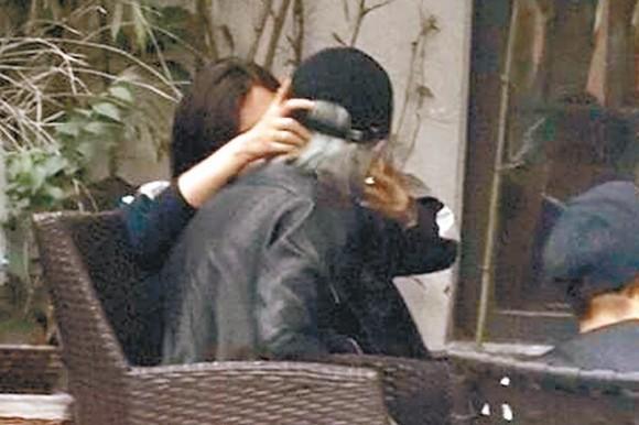 """Ở tuổi 51, Lưu Gia Linh vẫn thích """"cưa sừng làm nghé""""-4"""