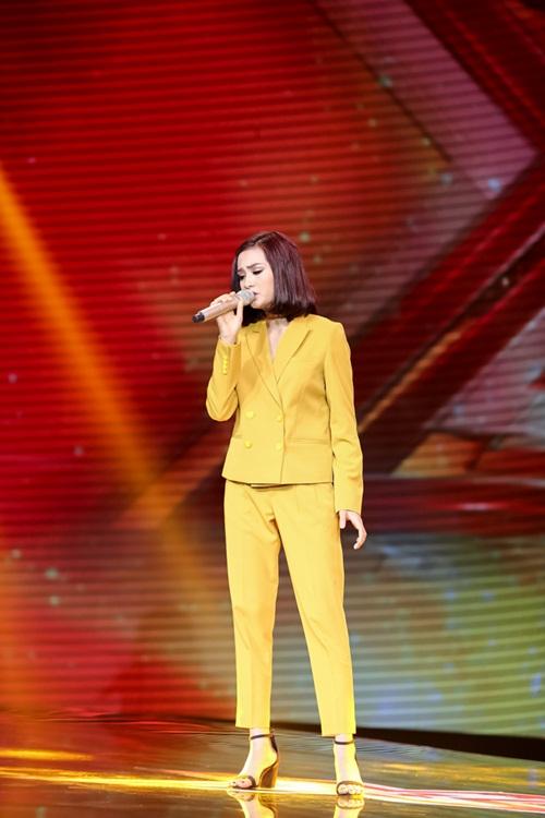 Cô gái 'chân dài như Hồ Ngọc Hà, hát như Mỹ Tâm' hút hồn giám khảo X-Factor-9