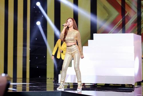 Cô gái 'chân dài như Hồ Ngọc Hà, hát như Mỹ Tâm' hút hồn giám khảo X-Factor-8