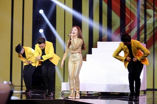 Cô gái 'chân dài như Hồ Ngọc Hà, hát như Mỹ Tâm' hút hồn giám khảo X-Factor-7