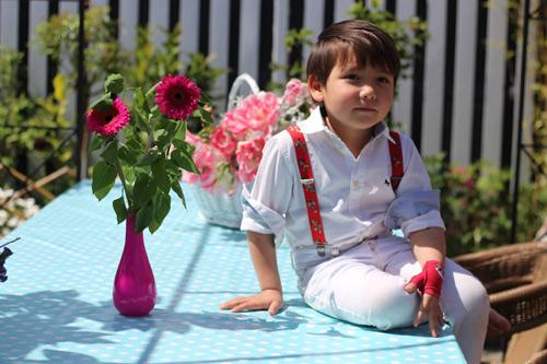 Hai thiên thần lai gốc Việt bên cánh đồng hoa Tulip đẹp như tranh-12