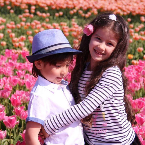 Hai thiên thần lai gốc Việt bên cánh đồng hoa Tulip đẹp như tranh-8