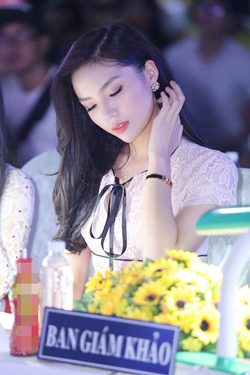 Hoa hậu Kỳ Duyên đẹp tươi tắn, vượt qua ồn ào-4