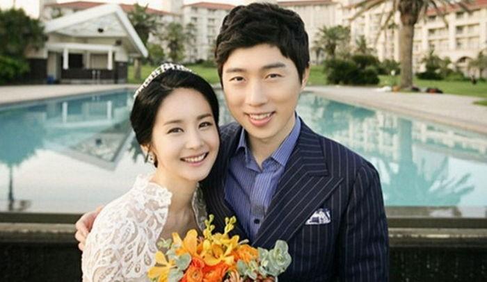Showbiz 24/7: Kết hôn 5 năm, sao Hàn mới tổ chức được hôn lễ-4