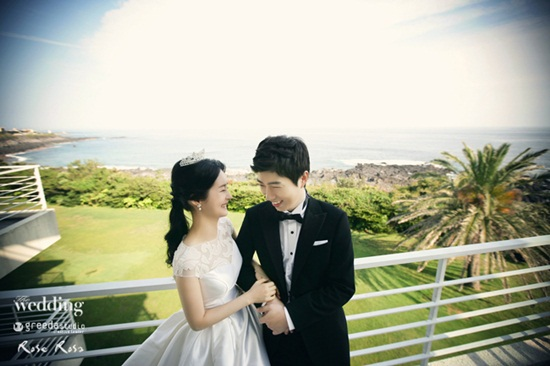 Showbiz 24/7: Kết hôn 5 năm, sao Hàn mới tổ chức được hôn lễ-5