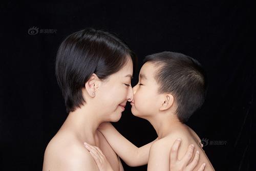 """""""Tan chảy"""" với bộ ảnh tuyệt đẹp về nụ hôn của mẹ và con-15"""