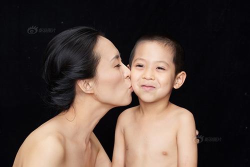 """""""Tan chảy"""" với bộ ảnh tuyệt đẹp về nụ hôn của mẹ và con-16"""
