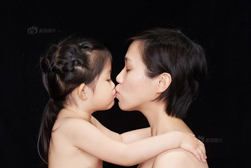 """""""Tan chảy"""" với bộ ảnh tuyệt đẹp về nụ hôn của mẹ và con-2"""