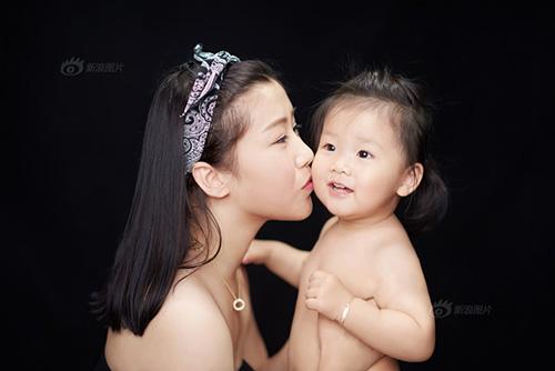"""""""Tan chảy"""" với bộ ảnh tuyệt đẹp về nụ hôn của mẹ và con-7"""