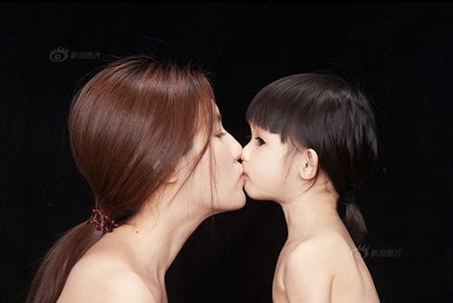 """""""Tan chảy"""" với bộ ảnh tuyệt đẹp về nụ hôn của mẹ và con-4"""