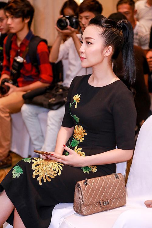 Linh Nga nổi bật với váy thêu hoa cúc cao quý-6