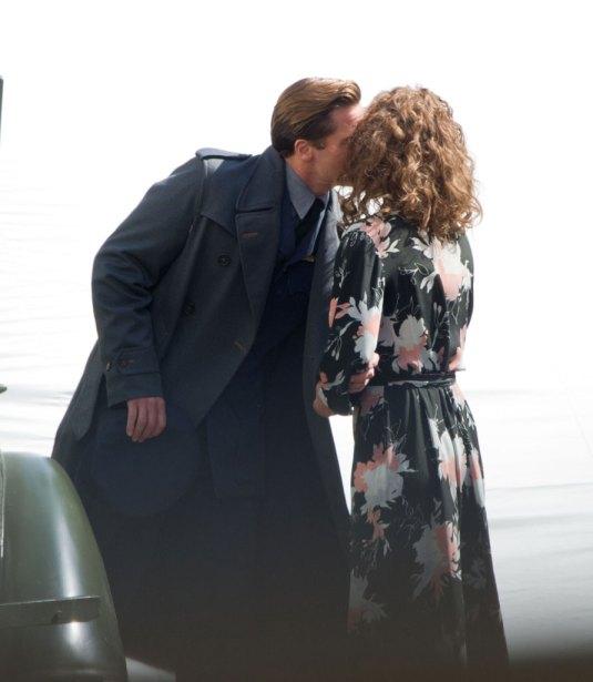 Lộ ảnh hôn bạn diễn, Brad dính nghi vấn phản bội Angelina-2