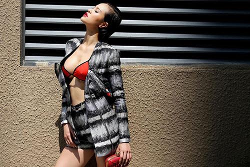 phuong mai tao bao dien bikini xuong pho - 2