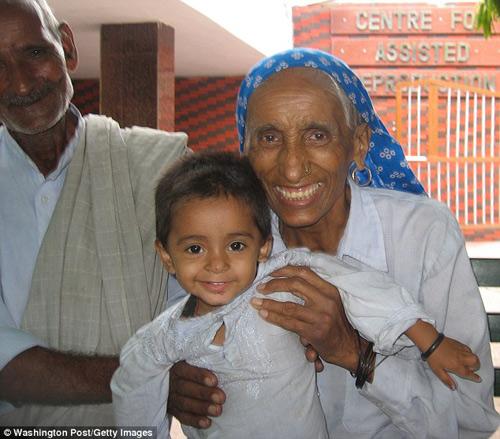Chuyện lạ: Cụ bà Ấn Độ 70 tuổi sinh con đầu lòng-2