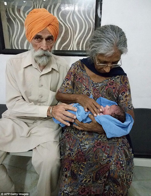 Chuyện lạ: Cụ bà Ấn Độ 70 tuổi sinh con đầu lòng-1