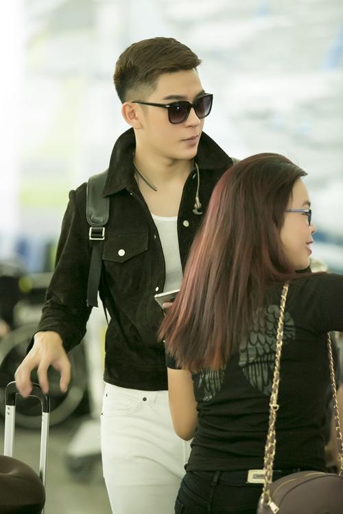 Ngọc Trinh khoe nhan sắc trẻ trung ở sân bay Singapore-6
