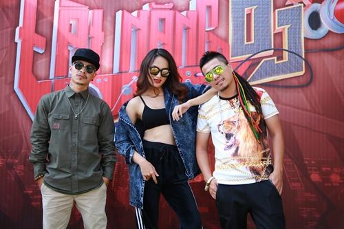 huong giang idol khoe eo sexy di lam giam khao - 4