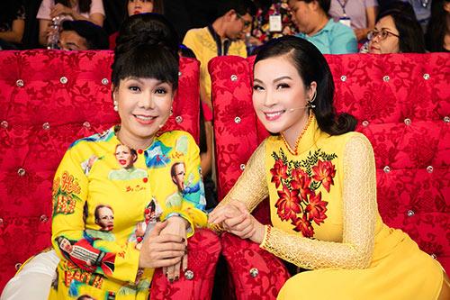 mc thanh mai dien 2 ao dai di lam giam khao - 7