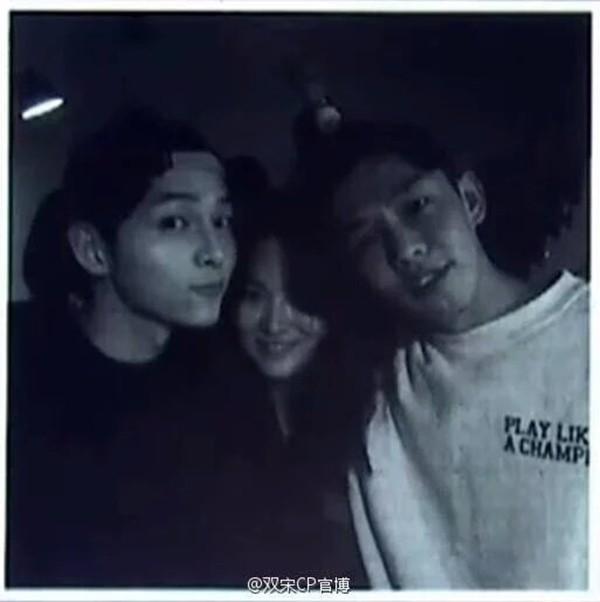 Song Joong Ki khoe ảnh thân thiết bên Song Hye Kyo-1