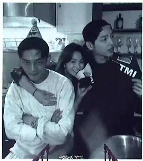 Song Joong Ki khoe ảnh thân thiết bên Song Hye Kyo-2
