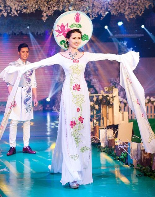Phan Thị Mơ kiều diễm với áo dài cưới-2