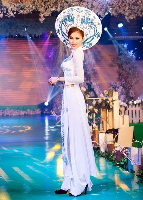 Phan Thị Mơ kiều diễm với áo dài cưới-4